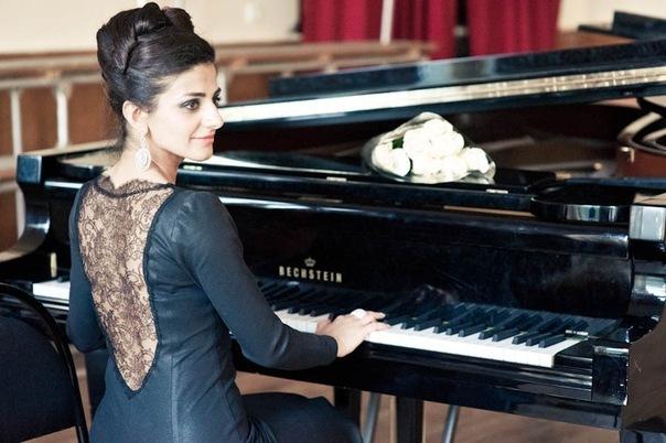 Преподаватель вокала и фортепиано
